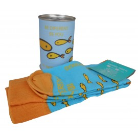 Calcetín peces amarillos con la frase BE DIFERENT BE YOU